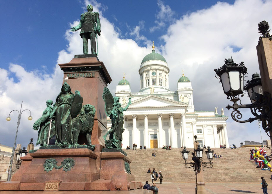 helsinki central cathedral square